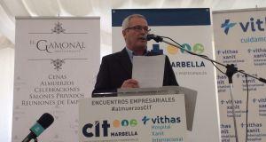 El teniente de alcalde de San Pedro, Rafael Piña (OSP), este martes durante su intervención como invitado en el almuerzo coloquio mensual del CIT. Foto/ marbellaconfidencial.es
