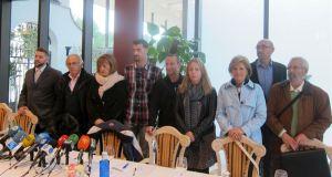 Portavoces de partidos políticos y representantes de alumnos durante la última rueda de prensa celebrada sobre las escuelas de hostelería. Foto/ Europa Press