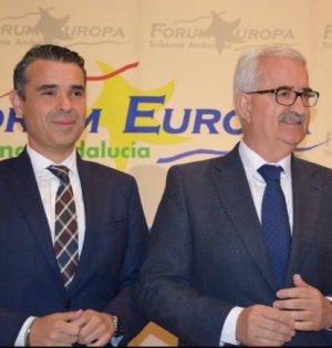 El alcalde de Marbella, José Bernal, junto al vicepresidente de la Junta de Andalucía, Manuel Jiménez Barrios, este lunes antes de intervenir en el Forum Europa celebrado en Málaga. Foto/ marbellaconfidencial.es