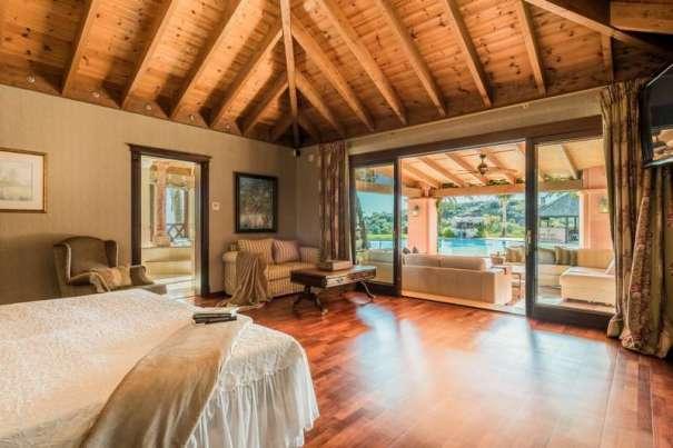 Imagen de uno de los dormitorios de la mansión. Foto/ web inmobiliaria Panorama