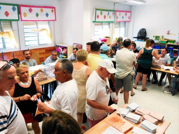 Imagen de electores votando en el Colegio Antonio Machado de Marbella el 26-J. FOTO/ MARBELLA IMAGEN
