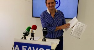 El concejal y parlamentario del PP Félix Romero este viernes en rueda de prensa. Foto/ marbellaconfidenciial.es