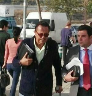 El exalcalde de Marbella Julián Muñoz junto a su abogado, Eduardo Zulueta, a la entrada de uno de sus juicios. FOTO/ EP