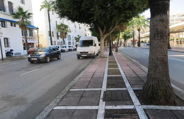 Imagen de la Avenida Julio Iglesias, en Puerto Banús, donde sucedieron los hechos.