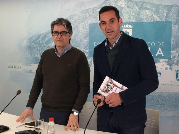Los tenientes de alcalde de Marbella Javier Porcuna (PSOE) y Miguel Díaz (IU) en rueda de prensa este martes, tras la habitual Junta de Gobierno Local semanal. FOTO/ MARBELLA CONFIDENCIAL