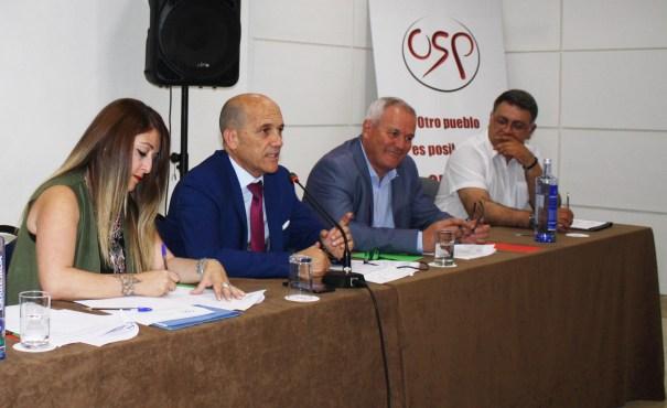De izqda a dicha Gema Midón, Manuel Osorio y Rafael Piña durante la asamblea. FOTO/ OSP