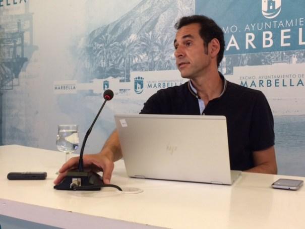 El delegado de Movilidad, Miguel Díaz, durante su comparecencia. FOTO// M.C