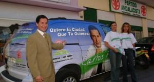 El exedil del PA prófugo por el 'caso Malaya', Carlos Fernández, durante la campaña electoral de 2003. FOTO/ JAVIER MARTÍN