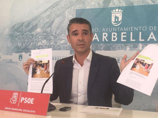 El exalcalde de Marbella y líder de la oposición, José Bernal (PSOE), este martes en rueda de prensa. FOTO/ Marbella Confidencial