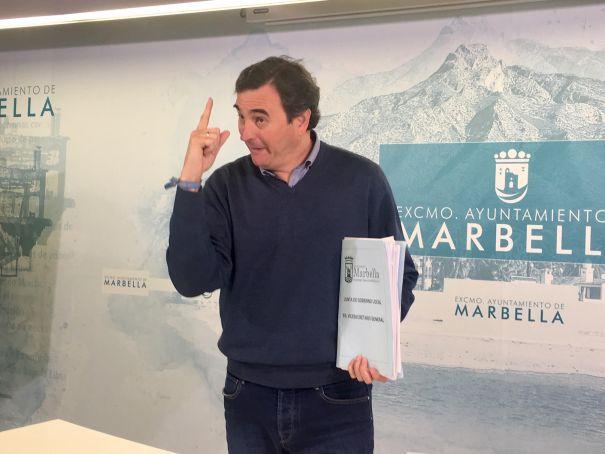 El portavoz del equipo de gobierno, Félix Romero, este lunes al término de su rueda de prensa habitual. FOTO/ CABANILLAS