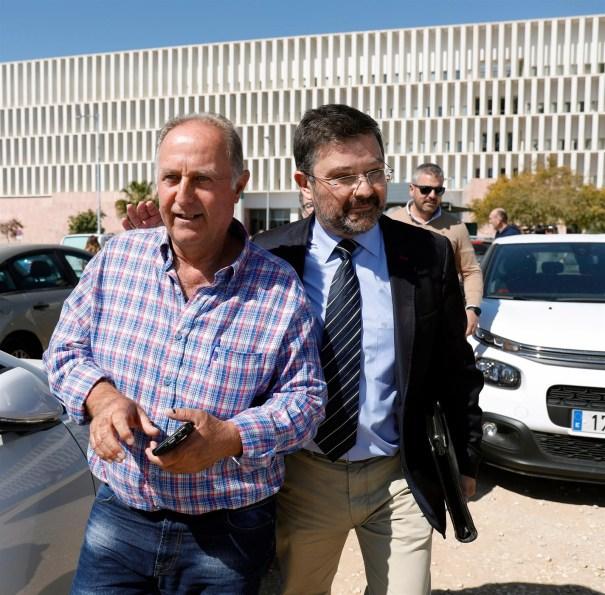El empresario que hizo la perforación en la que cayó Julen, a su llegada a los Juzgados de Málaga. FOTO// E.P