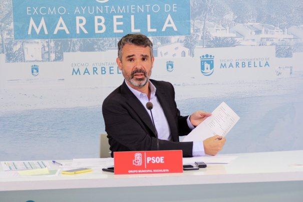 El portavoz del PSOE de Marbella, José Bernal, este lunes en rueda de prensa. FOTO/ PSOE