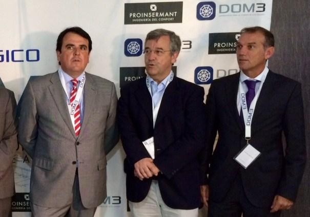 El abogado Antonio Zarco (primero por la izquierda) junto al alcalde de Estepona, José María García Urbano y el presidente de la Mancomunidad Occidental y alcalde de Benahavís, José Antonio Mena, en una imagen de archivo. FOTO/ MC