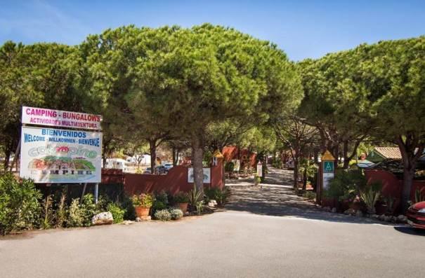 Imagen de archivo del camping de Cabopino en Marbella, en cuya entrada han tenido lugar los hechos
