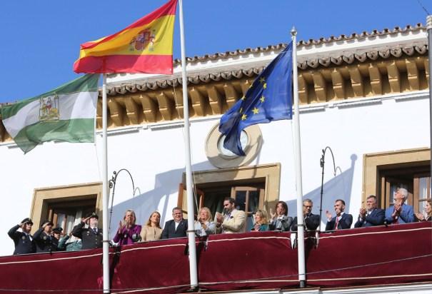 Imagen de la izada de bandera en el Ayuntamiento de Marbella este viernes, con motivo del día de la Constitución