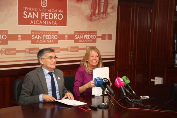 La alcaldesa de Marbella, Ángeles Muñoz, junto al teniente de alcalde de San Pedro, Javier García, este lunes en rueda de prensa, tras la junta de gobierno local. FOTO/ Ayto de Marbella