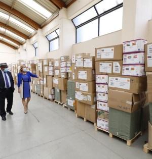 La alcaldesa de Marbella, Ángeles Muñoz, junto al representante consular de Emiratos Árabes en Málaga,Osman Musa Al-Hassan, este viernes en el Palacio de Congresos. FOTO/ Ayto de Marbella