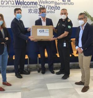 Imagen de la entrega de mascarillas este miércoles.- FOTO/ CIT