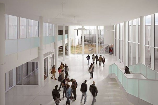 Imagen de estudiantes en el campus de la UMA. FOTO/ UMA