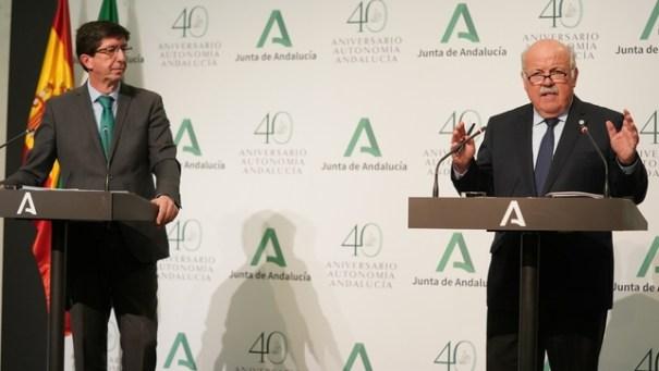 El consejero de Salud de la Junta, Jesús Aguirre, ofrece explicaciones este jueves en rueda de prensa junto al vicepresidente, Juan Marín. FOTO/ Junta
