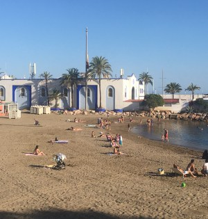 Imagen de la playa de El Faro en Marbella durante la Fase 2. FOTO/ CABANILLAS