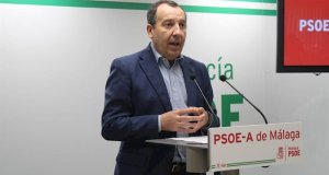 El secretario general del PSOE de Málaga, José Luis Ruiz Espejo, este lunes en rueda de prensa. FOTO/ PSOE