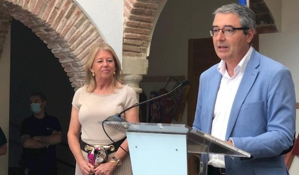 El presidente de la Diputación de Málaga, Francisco Salado, en imagen reciente durante su comparecencia junto a la alcaldesa de Marbella, Ángeles Muñoz. FOTO/ Diputación