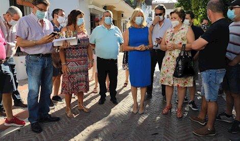 Representantes de Comisiones Obreras y trabajadores del Hotel Don Carlos este miércoles tras reunirse con la alcaldesa de Marbella, Ángeles Muñoz: FOTO/ CC.OO.