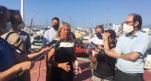 La alcaldesa de Marbella, Ángeles Muñoz, atiende a los periodistas este martes durante un acto. FOTO/ CABANILLAS