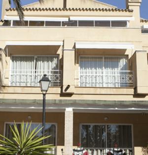 Imagen de la fachada de la residencia de mayores Domusvi de Marbella. FOTO/ Google Maps