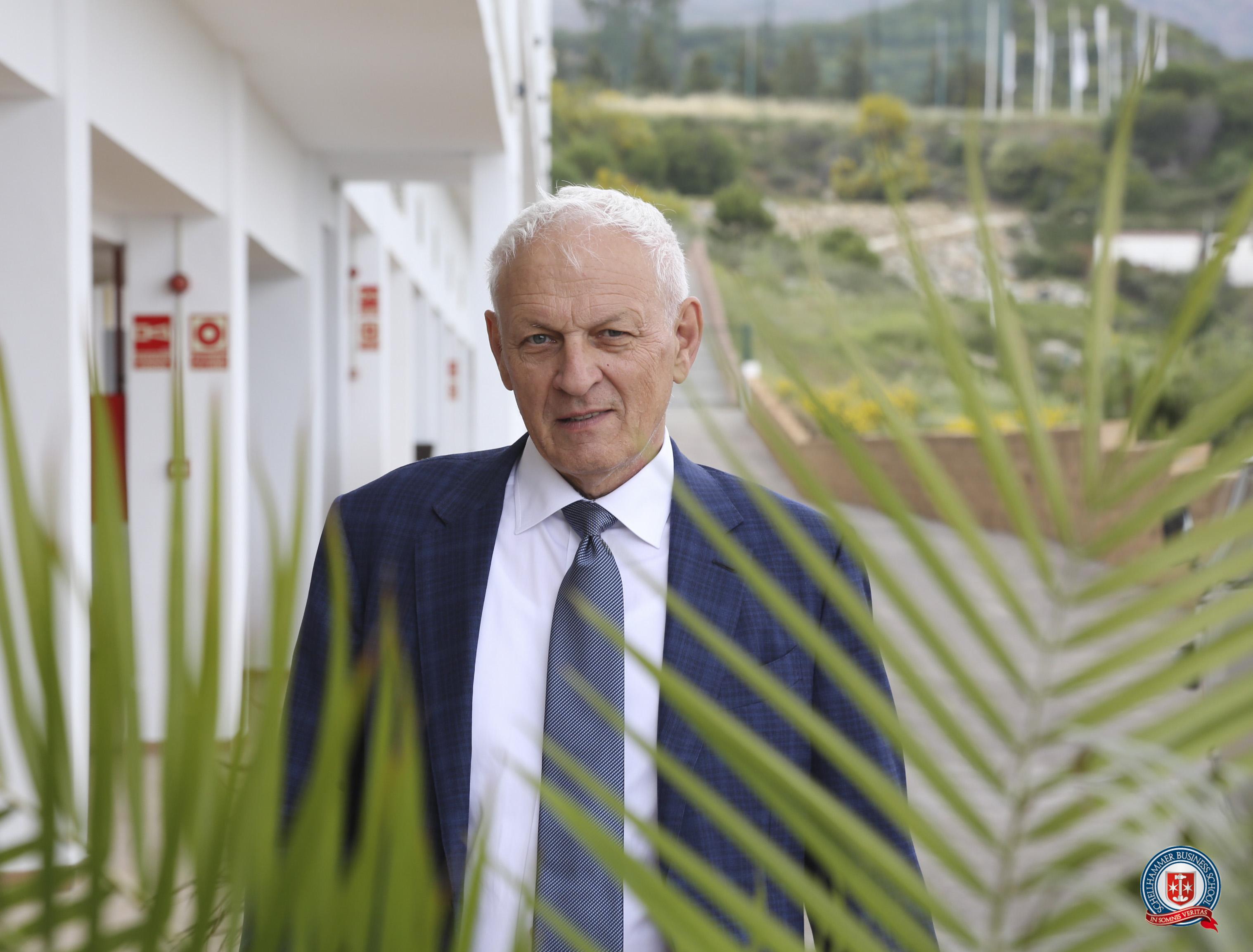 Dr Edward Schellhammer
