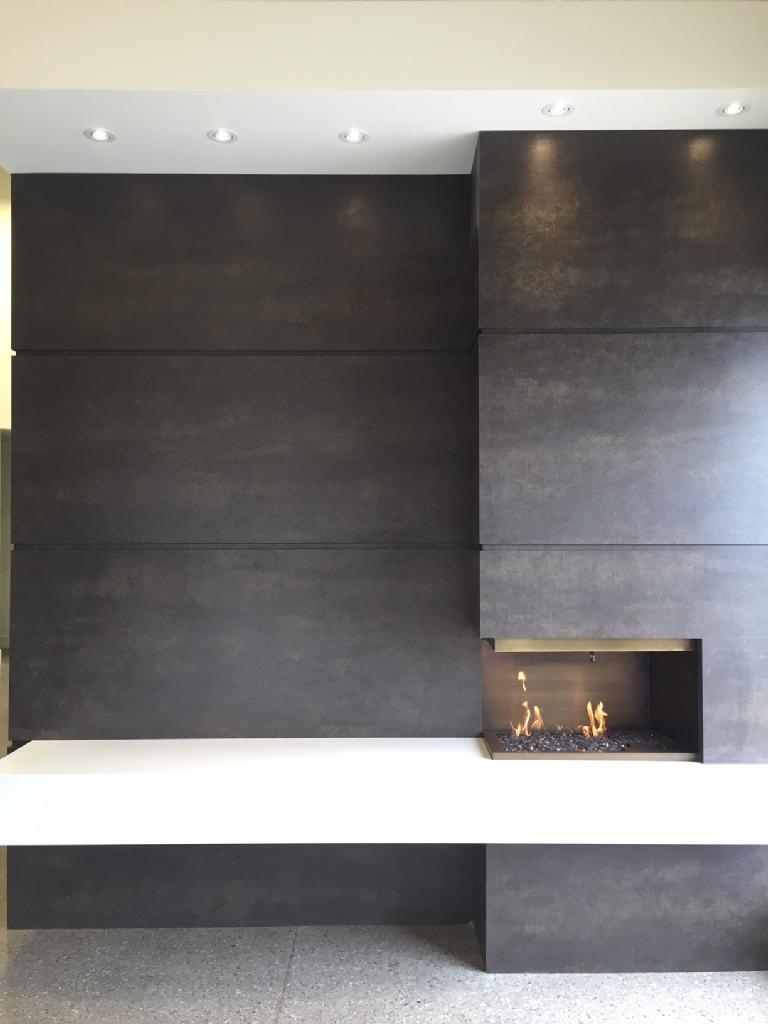 Fireplace Neolith Iron Moss and Arctic White  Marble
