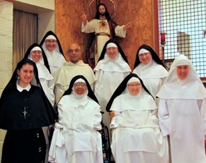 Photo of community of cloistered Dominican nuns with the Master General of the Order of Preachers