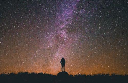 10 мощных мантр, которые мешают вам судить о людях