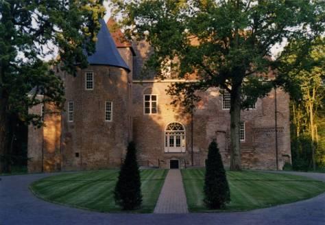 Het gerestaureerde kasteel bij de oplevering in 2005
