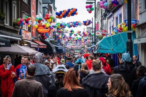Carnaval in Eindhoven op Stratumseind door Marcel Krijgsman