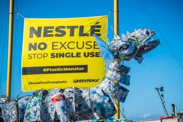 Plastival door Greenpeace by Marcel Krijgsman