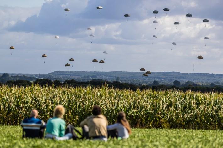 Parachutistendropping Groesbeek
