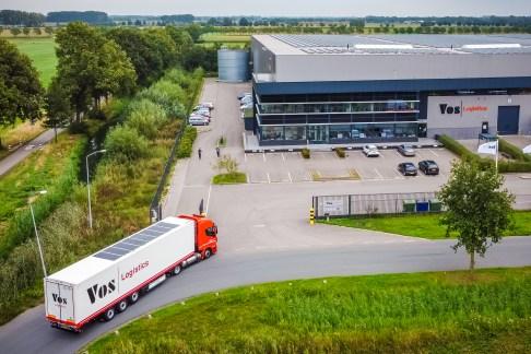 Zonnepanelen op vrachtwagen Vos Logistics