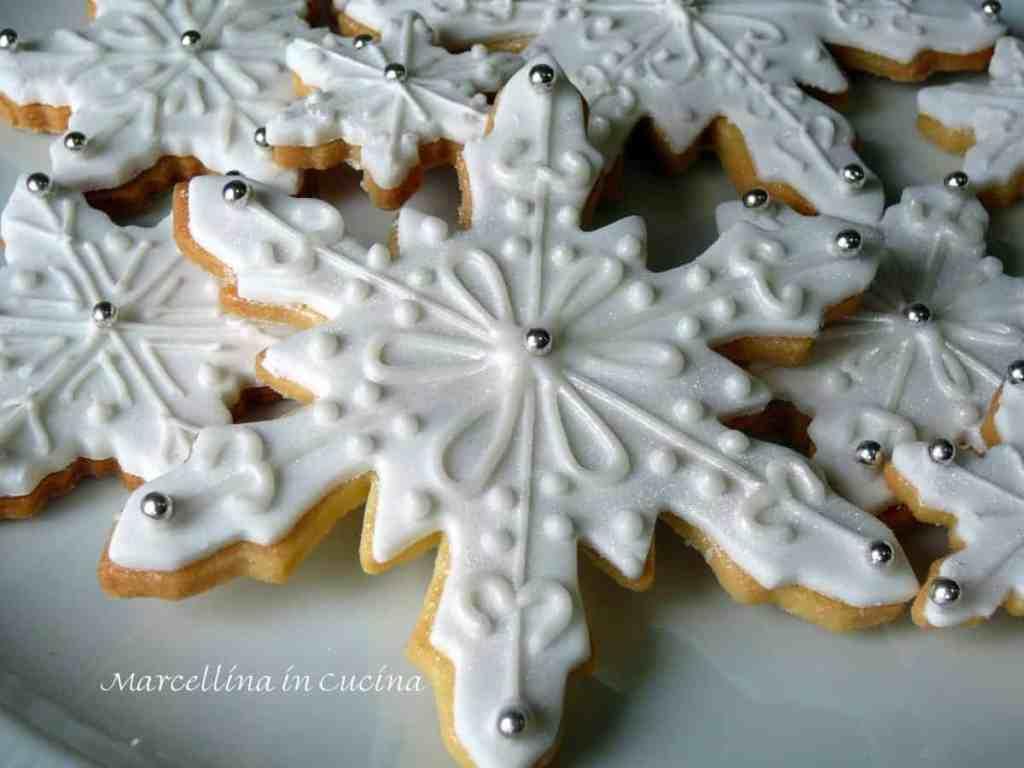 White snowflake sugar cookies