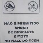 Não é permitido andar de bicicleta e moto no Hall do CCEN