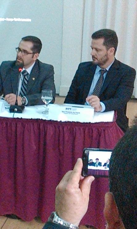 DPFs Eduardo Mauat da Silva (esquerda) e Igor Romario de Paula Foto: Marcelo Auler
