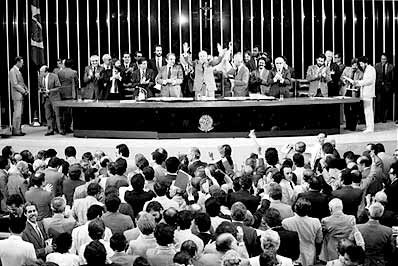 Uma constituinte exclusiva para a reforma política é a saída, mas com o retorno de Dilma Rousseff à presidência, sem os atuais golpistas que estão no Palácio do Planalto