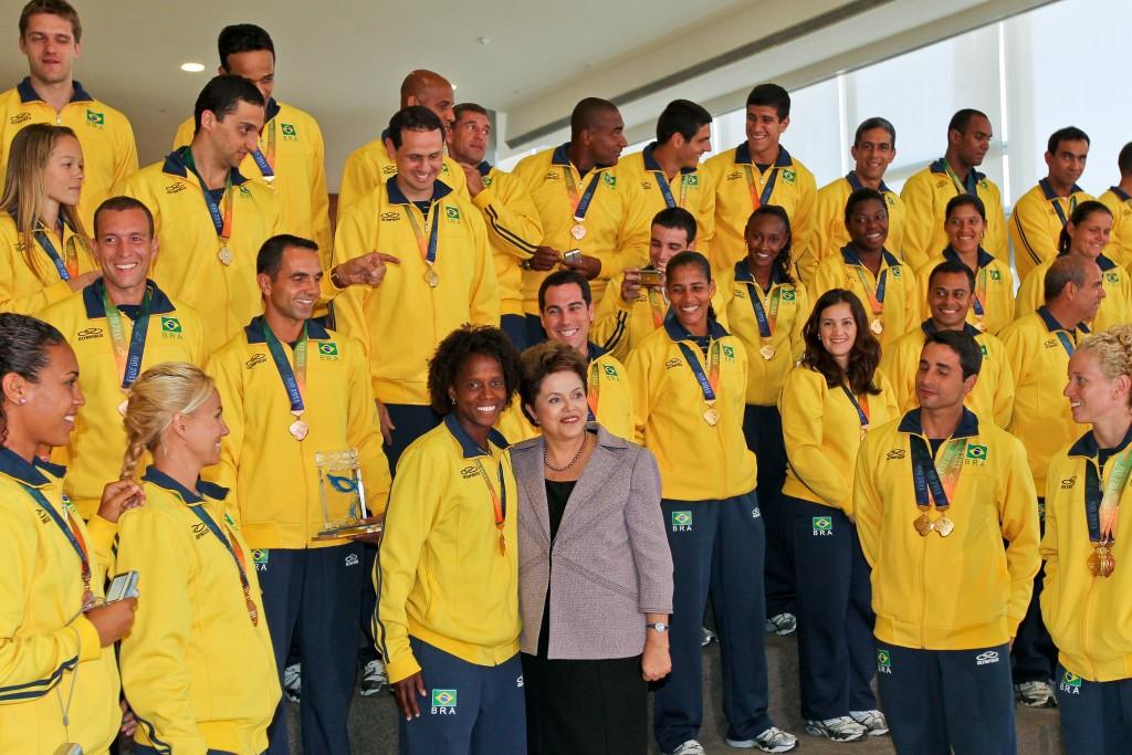 Em 29 de julho de 2011, a presidente Dilma Rousseff recebeu os atletas militares medalhistas nos 5º Jogos Olímpicos Militares, realizado no Brasil. Foto: Roberto Stuckert Filho/PR