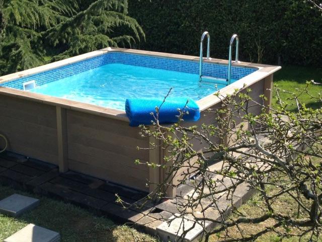 kit piscine beton naturalis carree 3 24 x 3 24 x 1 40 m aspect bois