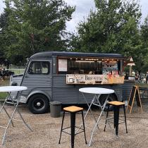 Le comptoir à Bruschettas Marché de la Mode Vintage food truck