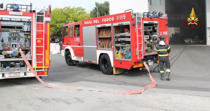 Arcevia: auto si ribalta e prende fuoco, un morto e un ferito