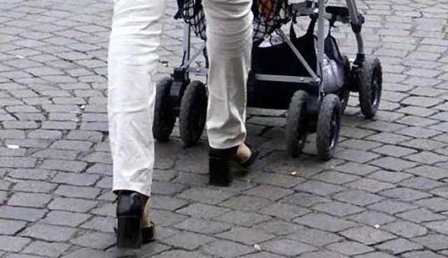 A spasso con i passeggini fanno man bassa: arrestate