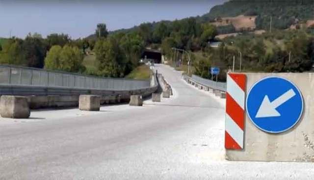 Cingoli, chiuso il ponte sul lago Castreccioni