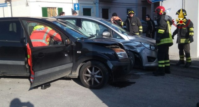 Incidente tra due vetture a Jesi